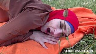 ينيكها زوجها في الحديقة الجنس العربي القذر