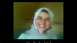 قحبة جزائرية بالحجاب نياكة و سخونة و هي في الشات الجنس العربي القذر
