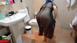 سكس زوج ديوث يصور مراته عريانة بتمصلة زبه فى الحمام الجنس العربي القذر